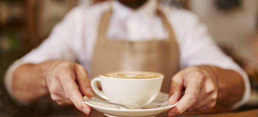 Cómo trabajar de camarero o camarera