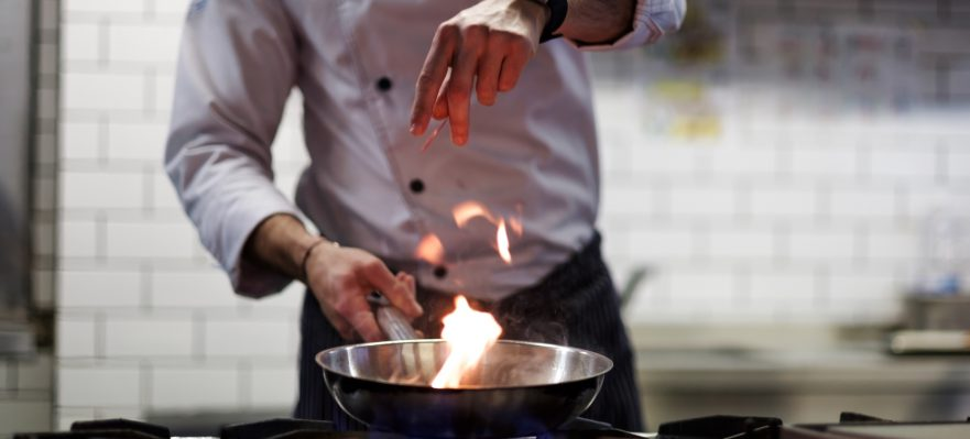 C mo trabajar como jefe de cocina - Fogones a gas ...