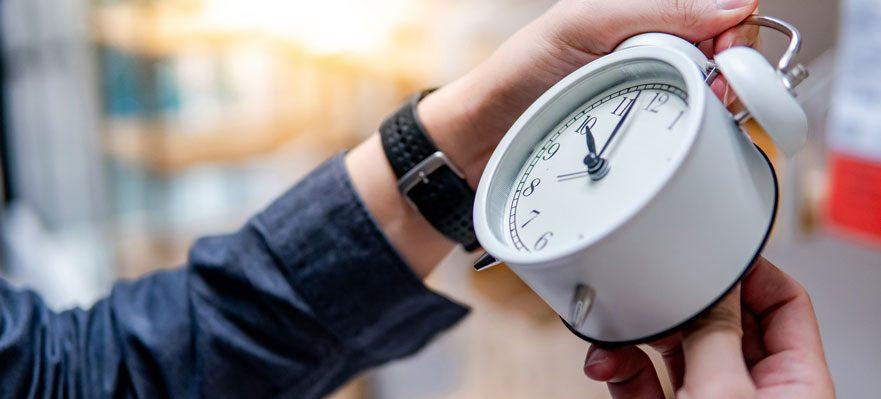 El gobierno estudiará reducir las horas de la jornada laboral